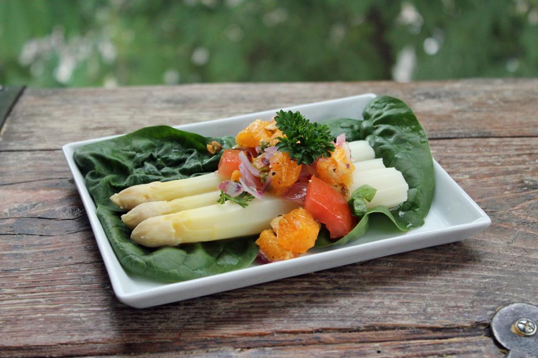 Spargel mit Orangen-Pistazien-Salsa2
