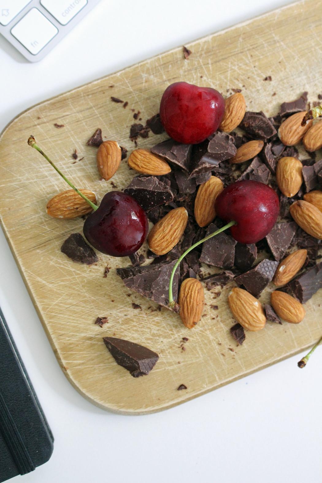 Kalifornische Mandeln Schokolade Kirschen