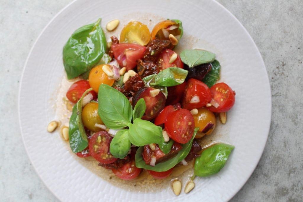 Mediterraner Tomatensalat01