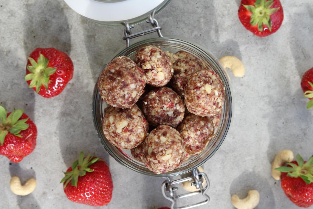 Erdbeer Cashew Energy Balls02
