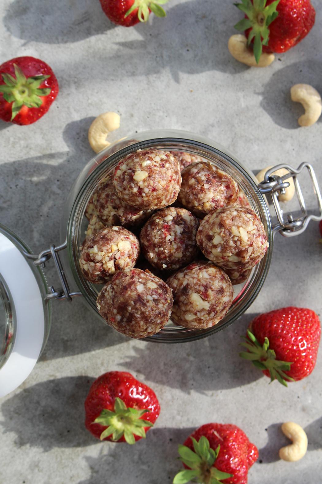 Erdbeer Cashew Energy Balls03