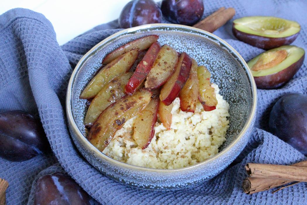 Ayurvedischer Hirse Porridge mit Pflaumen
