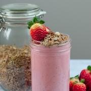 Rezept: Erdbeerjoghurt selber machen + Buchweizen-Granola (ohne Zucker) {Clean Eating}