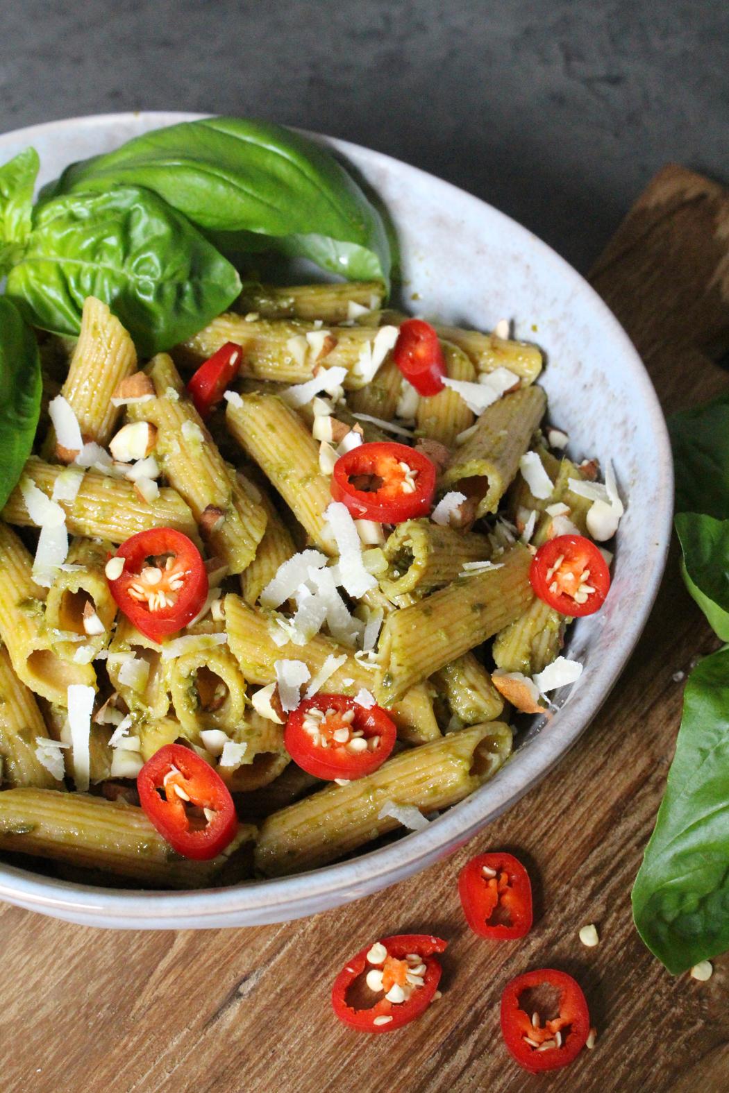 Glutenfreie Nudeln mit Mandel Basilkum Pesto01