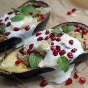 Rezept: Auberginen mit Dattel-Mandel-Quinoa und Minz-Kokosjoghurt {Zuckerfrei-Challenge Phase 2}