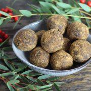 """Rezept: Weihnachtliche Energy Balls """"Trockenpflaume-Walnuss"""""""