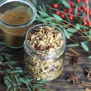 Rezept: Lebkuchen-Granola ohne Zucker (DIY Geschenk für Weihnachten)