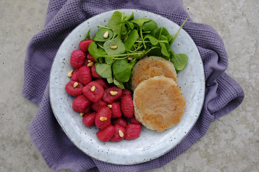 Kohlrabischnitzel mit Rote Bete Gnocchi02