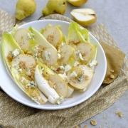 Rezept: Herbstsalat mit Chicorée, Birne, Walnüssen und Blauschimmelkäse