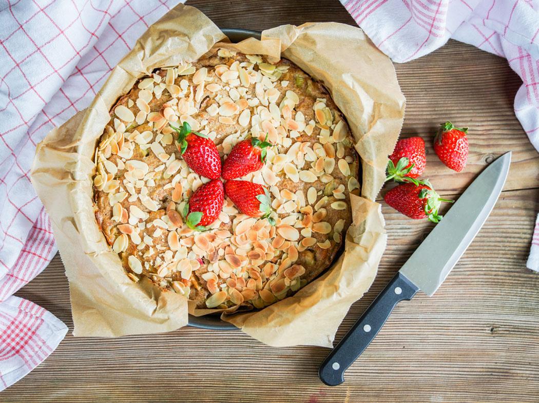Erdbeer Rhabarber Kuchen mit selbstgemachtem Marzipan02