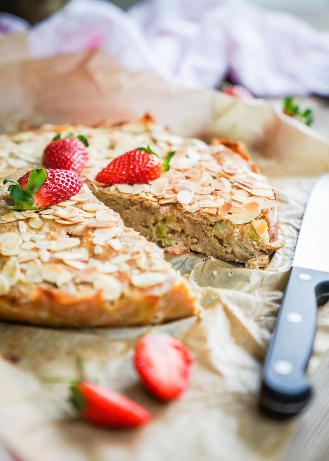 Erdbeer Rhabarber Kuchen mit selbstgemachtem Marzipan03