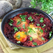 Rezept für ein herzhaftes Frühstück: Rote Bete-Shakshuka