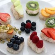 Süßes Sushi mit Obst als Dessert oder Hauptspeise {ohne Zucker}