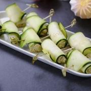 Rezept: Zucchini-Röllchen mit mediterraner Füllung | Gesund grillen