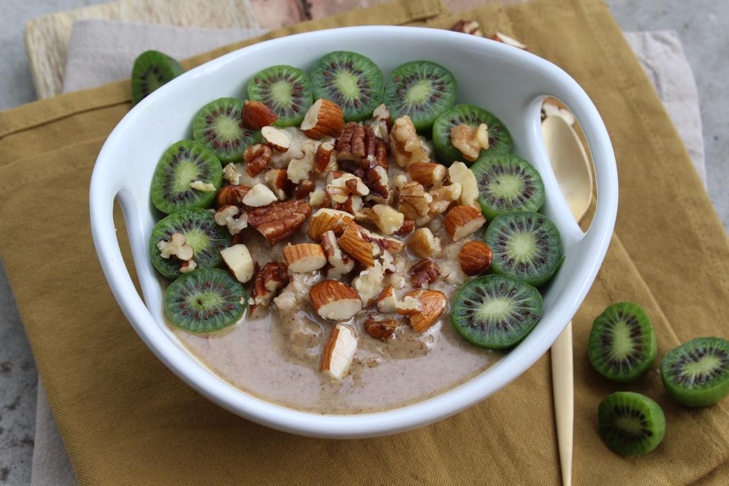 Hirse Porridge mit Kiwi Beeren01