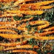 """Community-Rezept und 1. Blick in """"Zuckerfrei express"""": Möhrensticks mit Parmesankruste"""