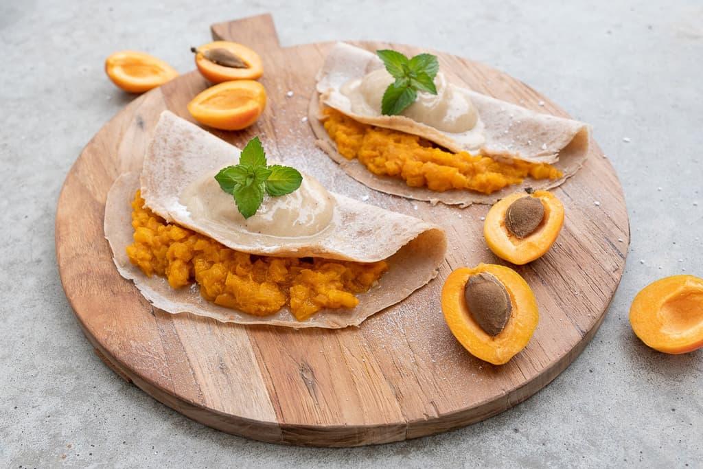 Crêpes mit Aprikosen Kompott und Vanille Nicecream01 1