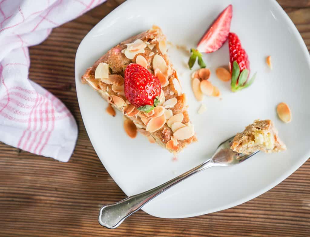 Erdbeer Rhabarber Kuchen mit selbstgemachtem Marzipan04