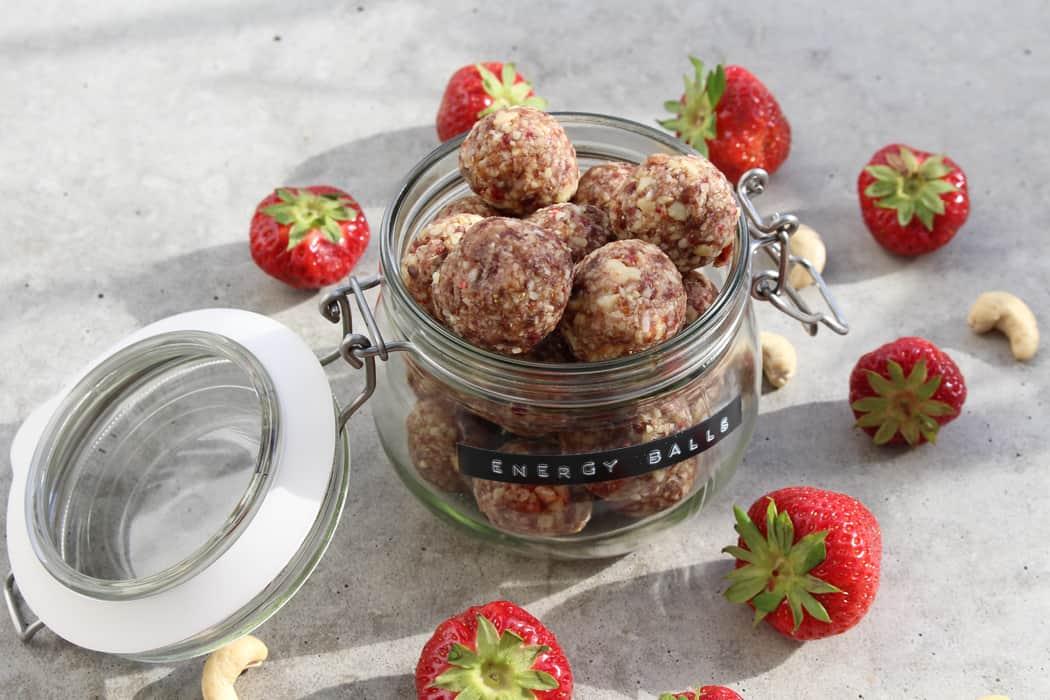 Erdbeer Cashew Energy Balls01 15
