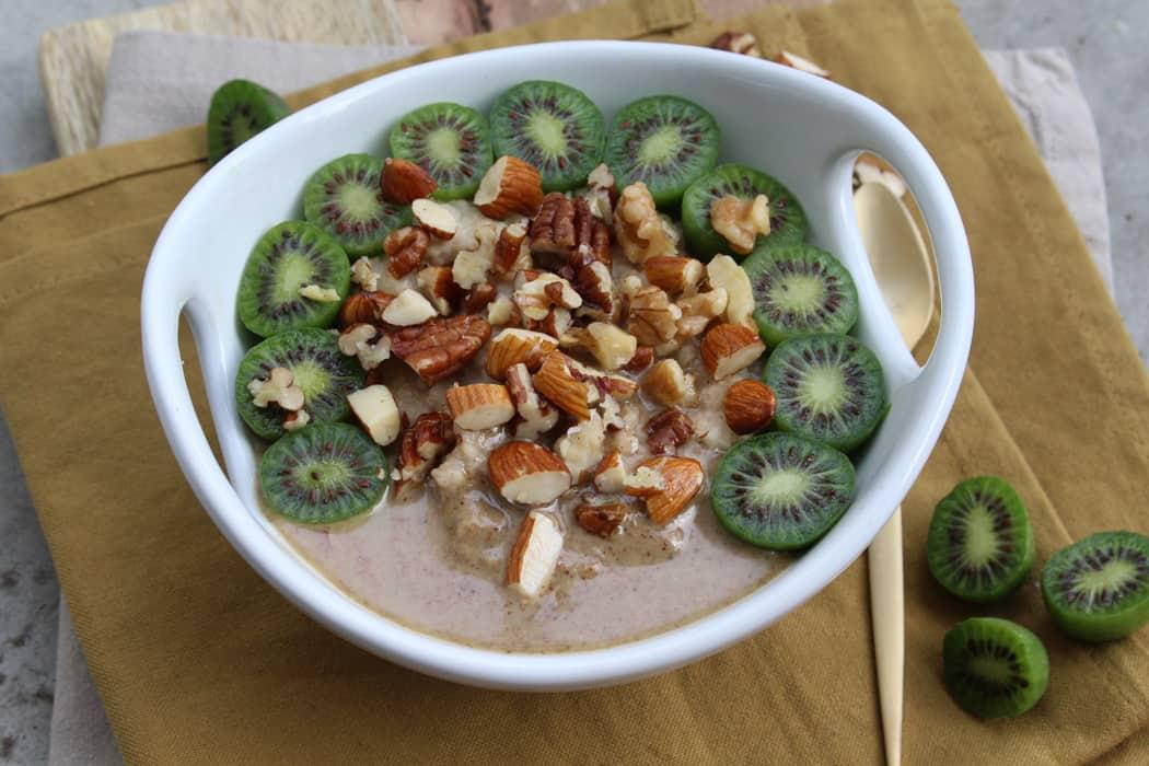 Hirse Porridge mit Kiwi Beeren01 5