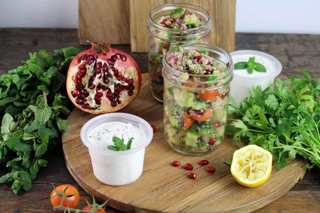Quinoa Tabouleh mit Granatapfelkernen und Minzjoghurt01 5