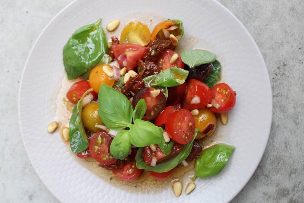 Schneller mediterraner Tomatensalat 10